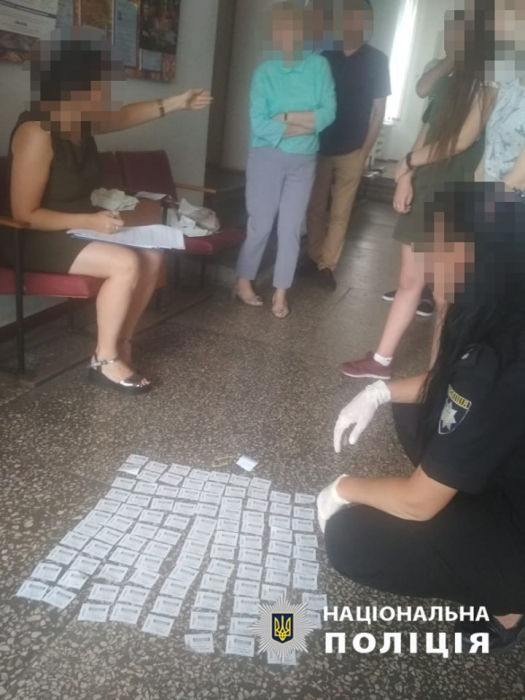 На Николаевщине чиновники РГА вымогали с предпринимателя взятку талонами на бензин