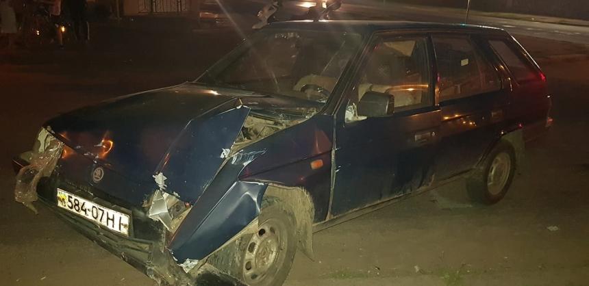 В Николаеве пьяный водитель на «Шкоде» снес забор рядом с отделом полиции