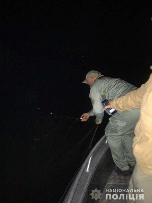 Николаевские правоохранители достали из Южного Буга 700 метров браконьерских сетей