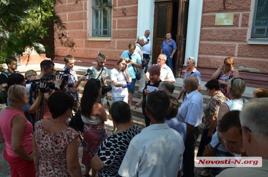 Обещали выплатить, но не выплатили: уволенные работники НСЗ обратятся в прокуратуру