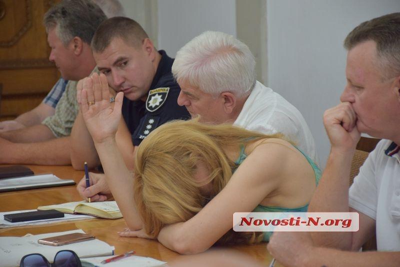 «Это маразм»: в Николаеве полтора часа решали, что делать с дорогами, да так и не решили