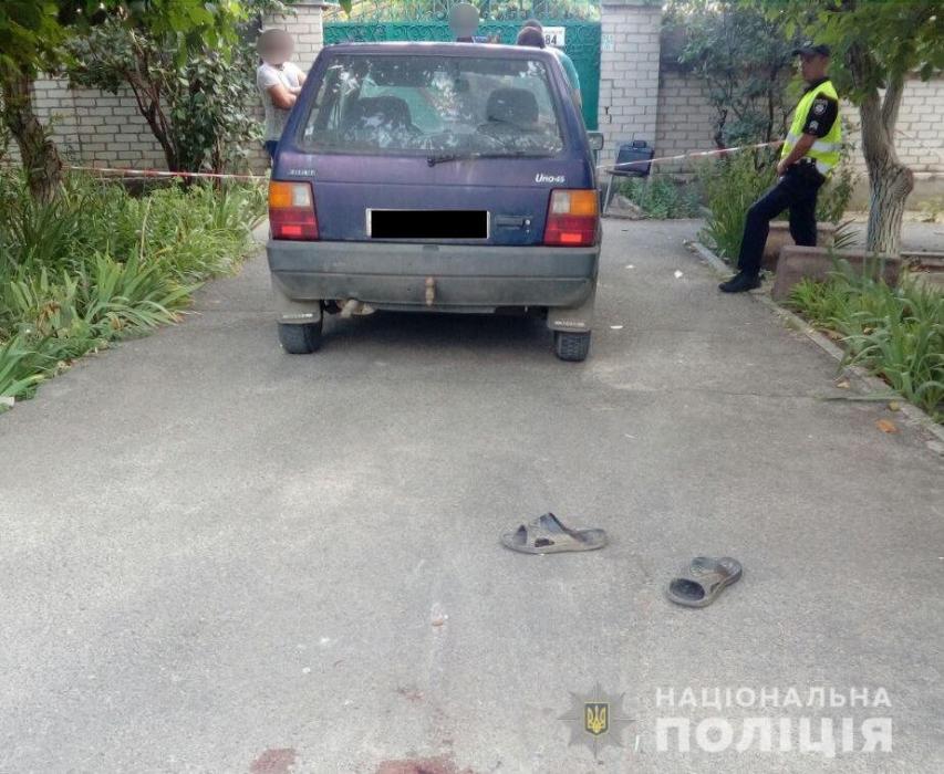 В Николаеве водитель Fiat переехал 80-летнего дедушку, лежавшего на дороге: пенсионер скончался