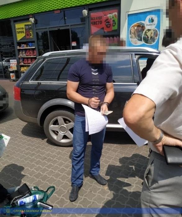 В Николаеве при получении взятки в $1,5 тыс. задержали адвоката