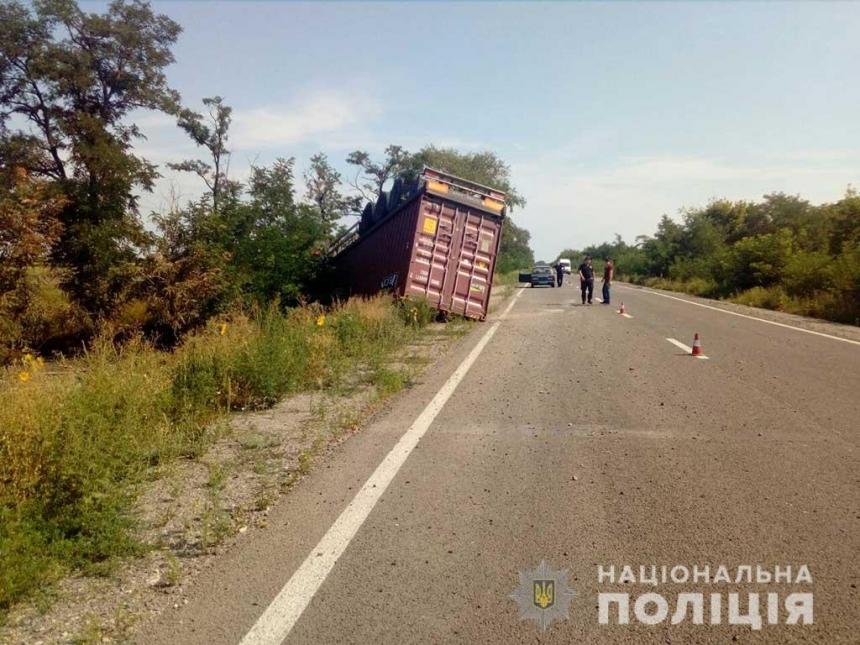 На трассе Н-11 в Николаевской области грузовик слетел в кювет — погиб водитель