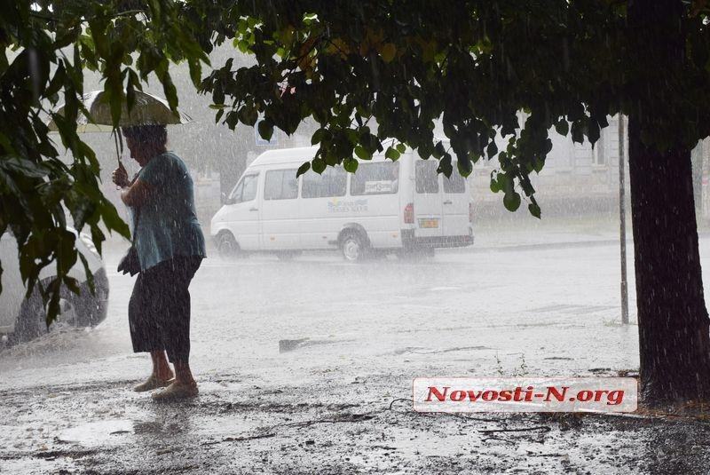 ВНиколаеве началась гроза с дождем и градом
