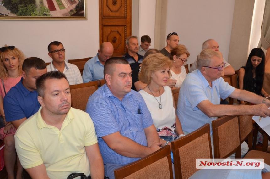 И суд не помог: демонтаж памятника Ленинскому комсомолу в Николаеве опять «не прошел»