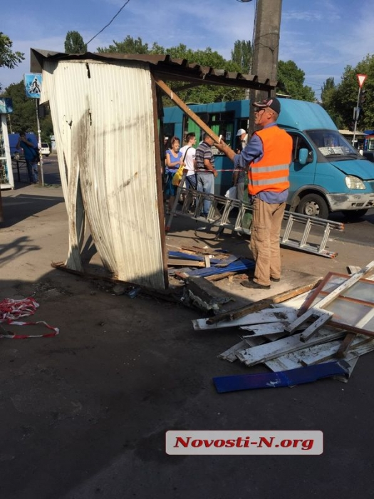 В Николаеве убрали десять киосков, в которых велась незаконная торговля