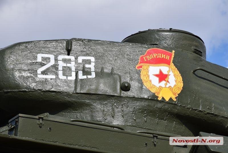 В Николаеве неизвестные испортили гвардейский знак на памятнике воинам-танкистам
