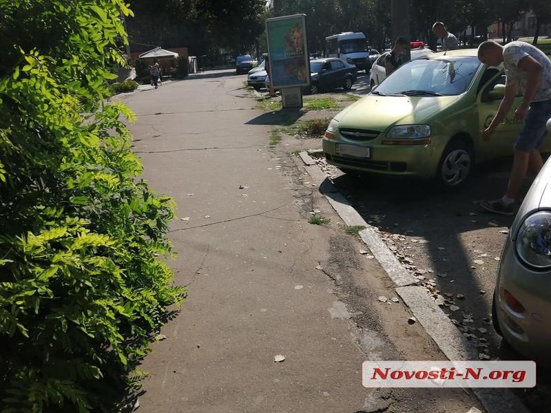 В центре Николаева столкнулись «Шевроле» и «Фольксваген»
