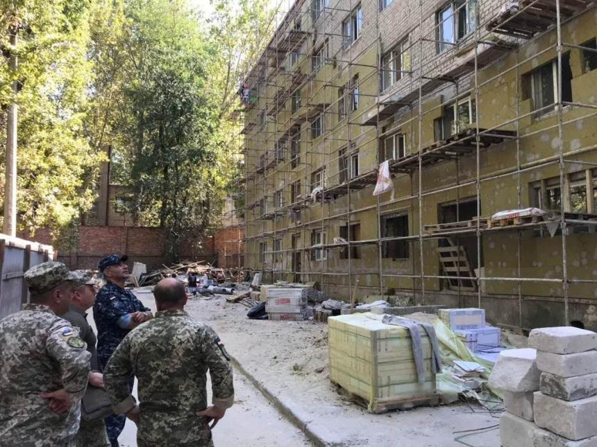 Командующий ВМС ВСУ проверил ход строительства военных объектов в Одессе и Николаеве