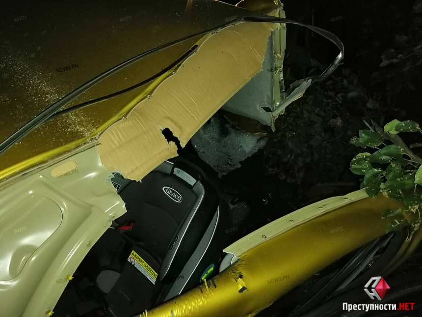Под Вознесенском столкнулись «Дэу» и два грузовика: госпитализирована семья с ребенком