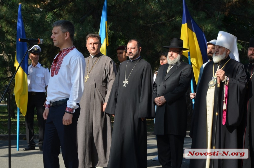 В Николаеве торжественно подняли государственный флаг Украины