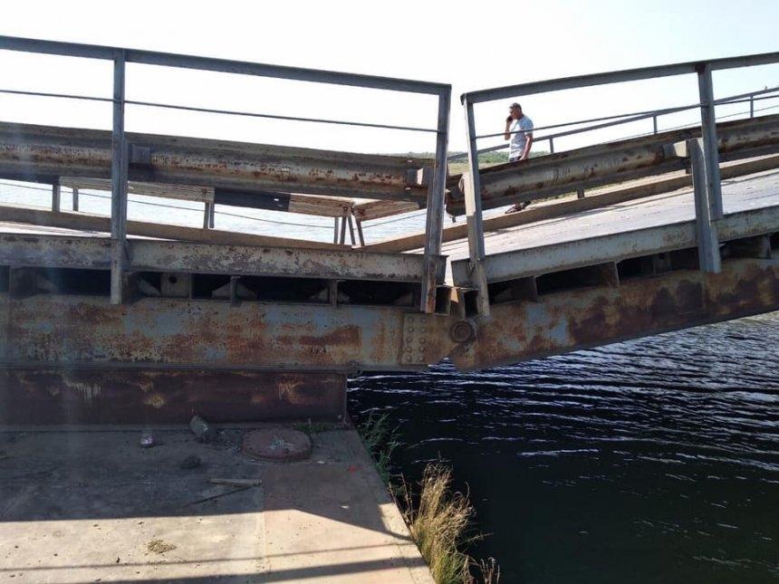 На Николаевщине из-за утонувшего моста перекрыли дорогу для большегрузов