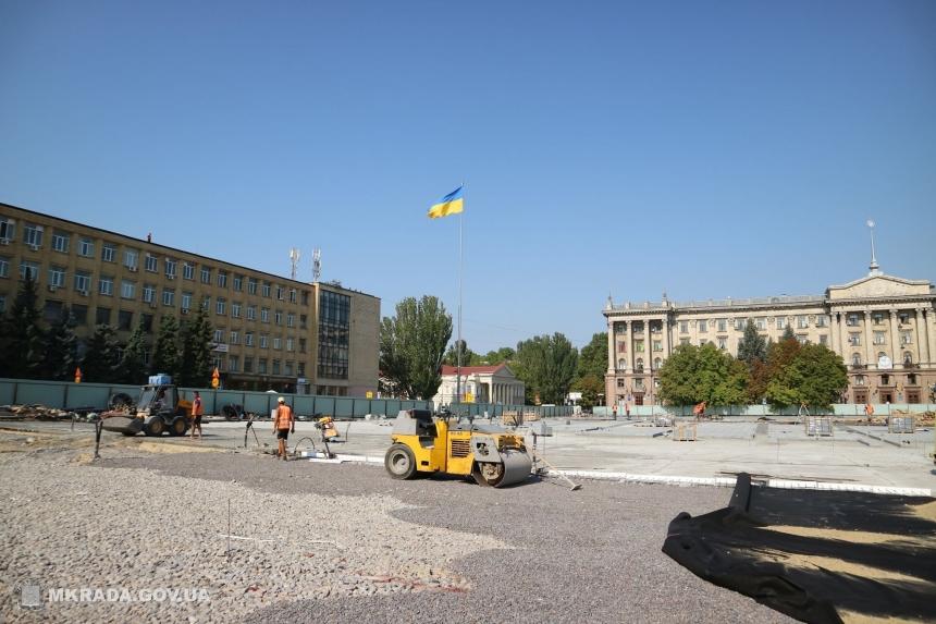 На отреставрированной Соборной площади будет установлено 102 дерева в «кадках»