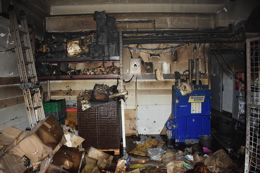 В Николаев горел склад «АТБ» - посетителей супермаркета эвакуировали