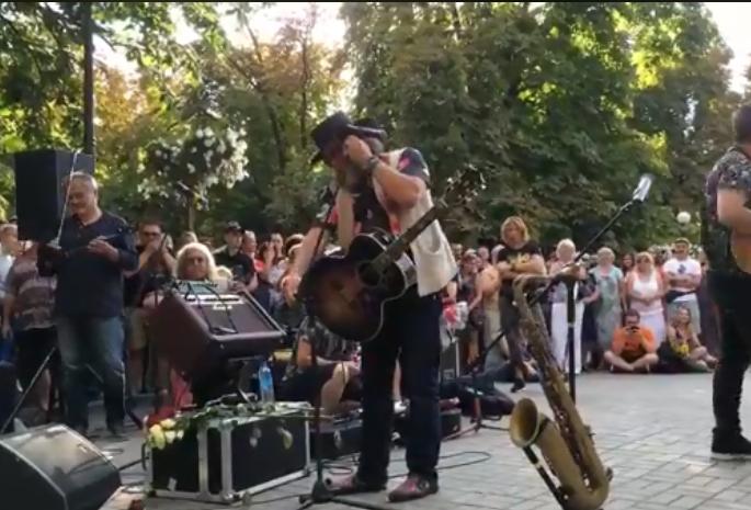 В Каштановом сквере в Николаеве выступил Борис Гребенщиков. ВИДЕО