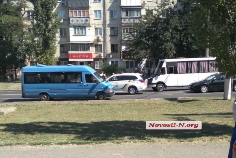В Николаеве столкнулись Jeep и маршрутка