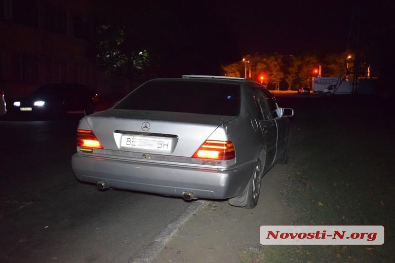В Николаеве пьяный таксист напал на остановивших его полицейских. ВИДЕО