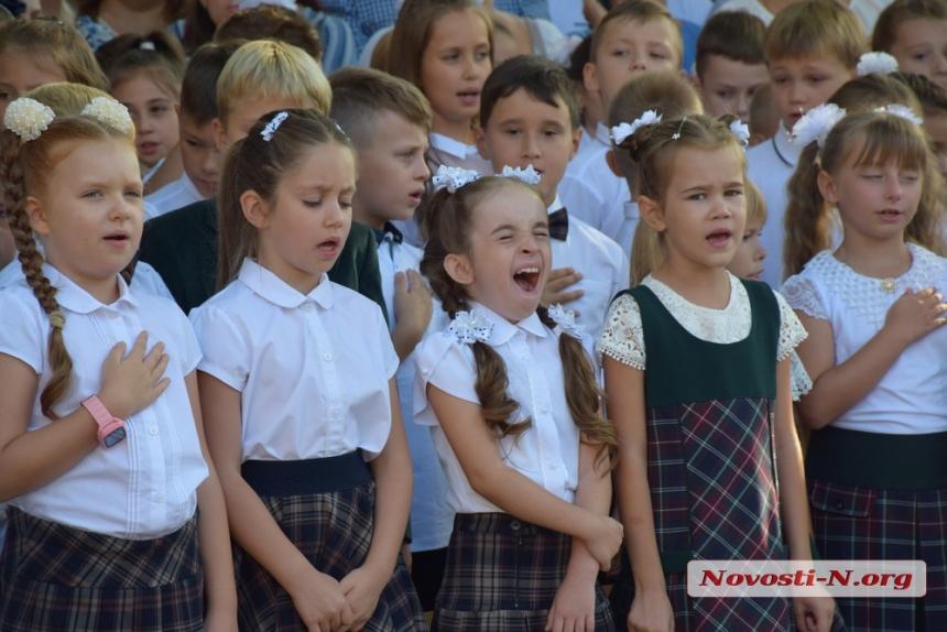 «Начинается трудная жизнь»: на первый звонок в гимназии №2 напутствие школьникам дал лично Сенкевич