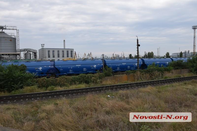 Улицы Николаева заполонили зерновозы
