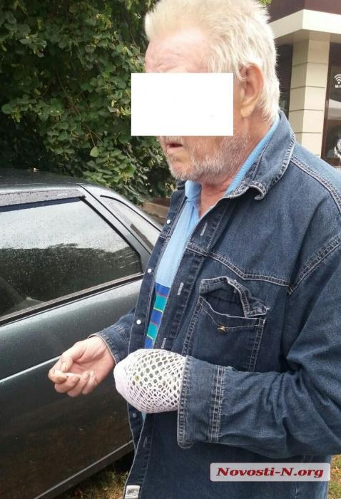 В Первомайске пьяный водитель на «Ладе», управлявший авто одной рукой, столкнулся с «Фордом»