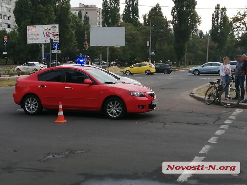 В центре Николаева «Мазда» сбила велосипедиста
