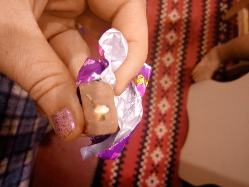 В Николаеве женщина купила конфеты «с сюрпризом»