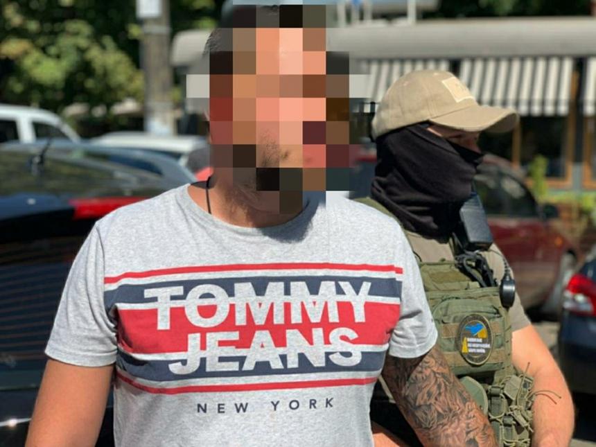 Главного дорожника Николаевщины задержали при получении 90 тысяч долларов