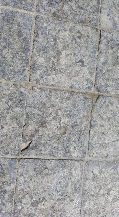 В Николаеве Соборную площадь за 100 миллионов вымостили поломанной плиткой?