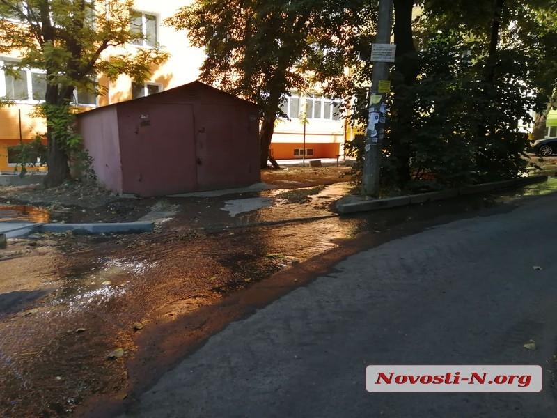 В центре Николаева масштабный потоп — по улицам течет водопроводная вода