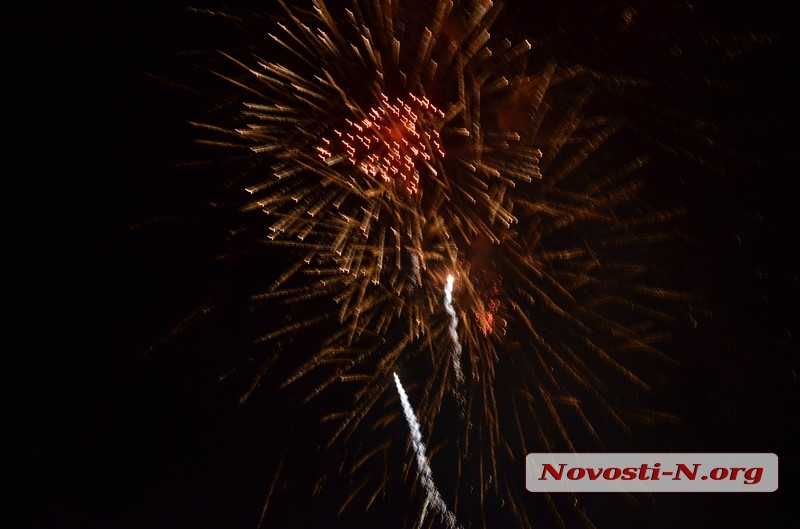 В Николаеве празднование Дня города завершилось пятиминутным салютом