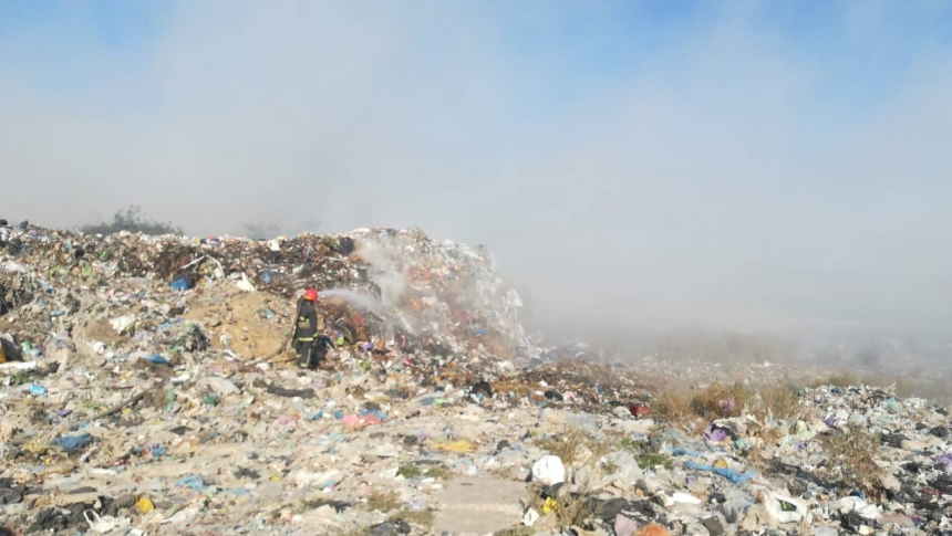 Под Николаевом горит свалка: пожар локализовали на площади 3000 кв м