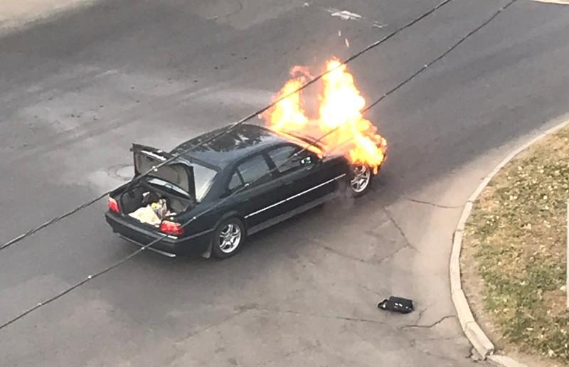 В центре Николаева на ходу загорелся автомобиль: пожарные перекрыли целый квартал