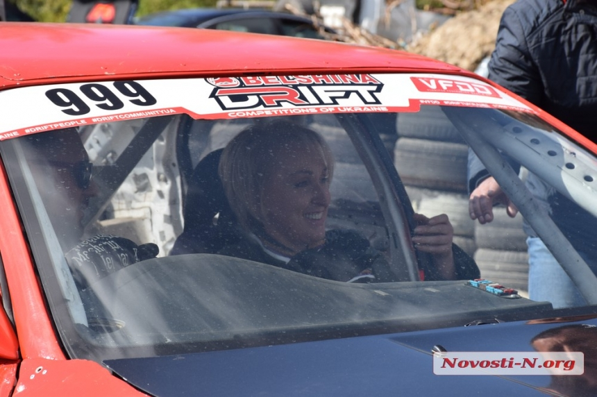 Секретарь Николаевского горсовета с ветерком прокатилась в дрифт-авто. Видео