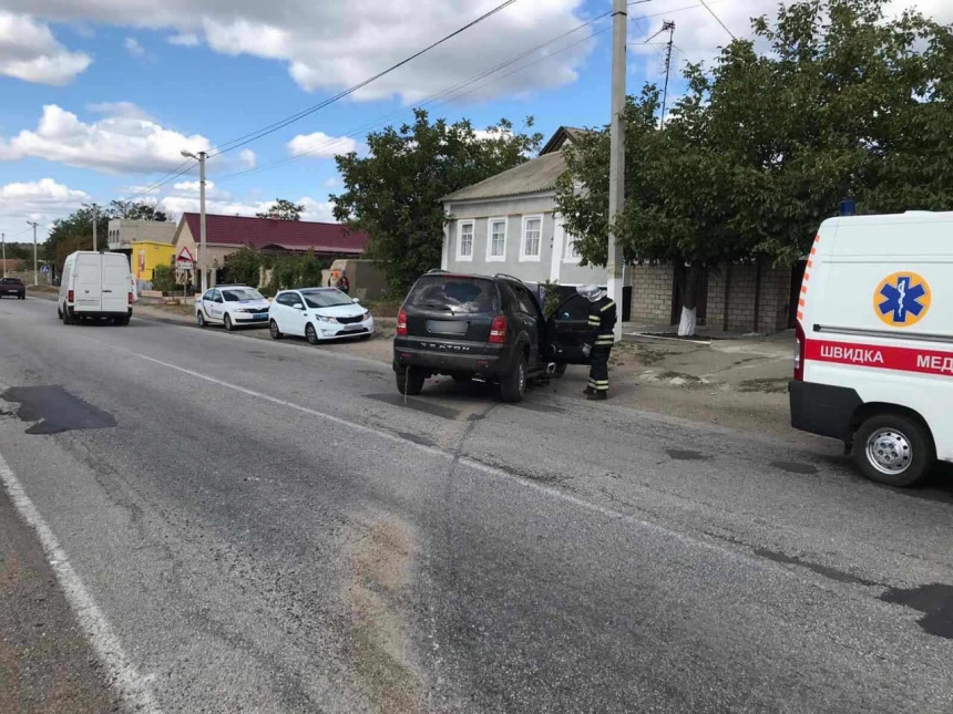 В селе на Николаевщине внедорожник врезался в дом: пострадал водитель