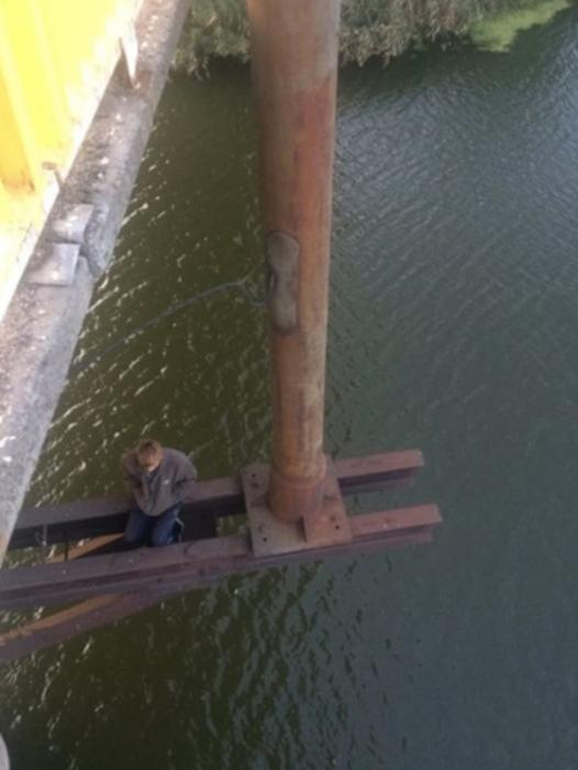 В Первомайске 23-летний парень пытался совершить самоубийство, прыгнув с моста