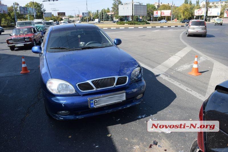 В Николаеве из-за выбежавшего на дорогу пешехода столкнулись Lada и Daewoo