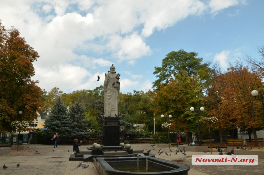 Бабье лето: Николаев окрашивается в янтарно-изумрудные тона. ФОТО