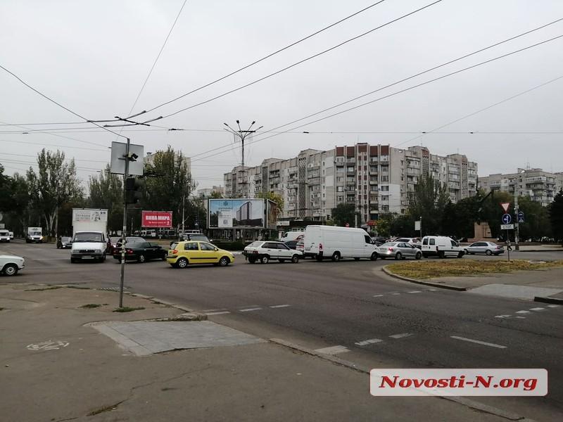 Из-за неработающих светофоров в центре Николаева ДТП и пробки