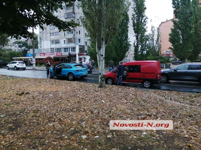 В Николаеве автомобиль Fiat врезался в Porsche
