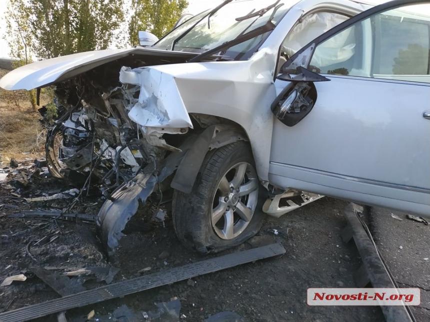 Под Николаевом лоб в лоб столкнулись «Лексус» и «Тойота»: двое погибших, один пострадавший
