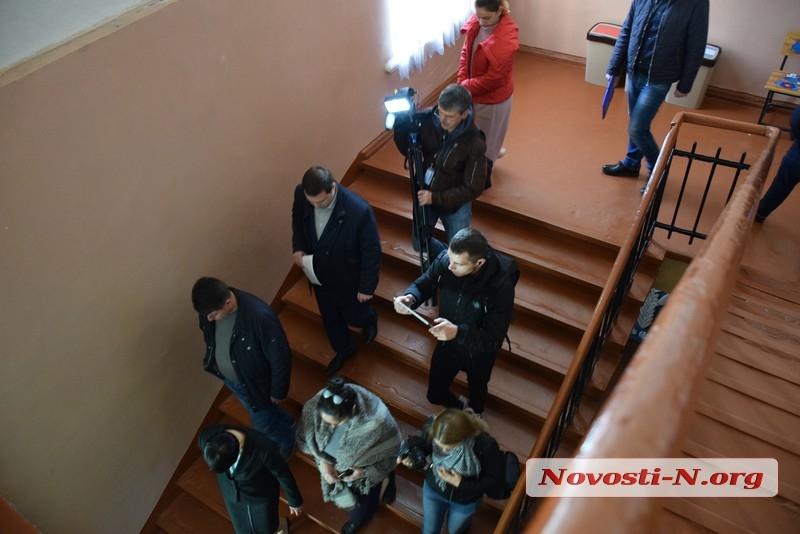 Колледж прессы и телевидения три месяца незаконно занимает помещение в школе №37