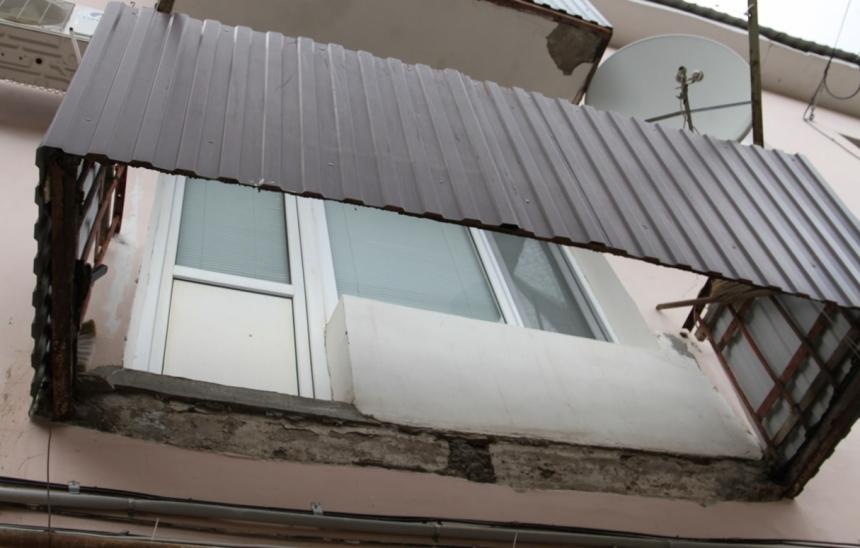 На базе отдыха в Коблево обвалился балкон с людьми: один погибший двое пострадавших