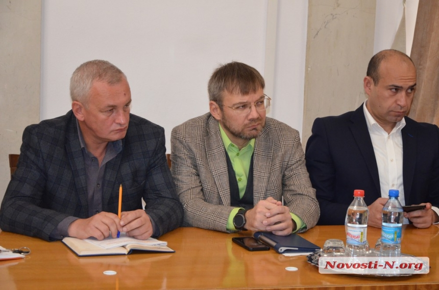 Сенкевич пригрозил вице-мэрам выговорами за ненадлежащие ответы гражданам