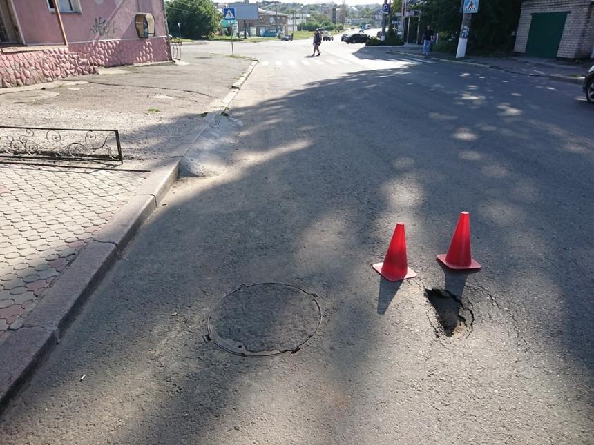 В Николаеве улица покрылась ямами спустя два года после ремонта за 12 млн грн