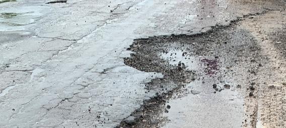 «Таких сра@ых дорог нет в зоне боевых действий», – блогер-автогонщик Мочанов об очаковской дороге