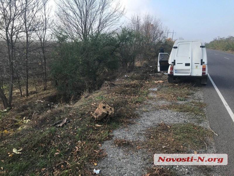На Снигиревской трассе перевернулся автомобиль с хлебом — пострадал водитель