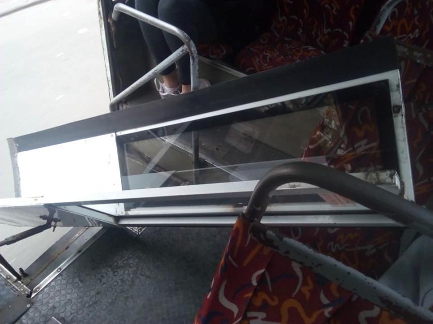 В николаевской маршрутке на ходу отвалилась дверь