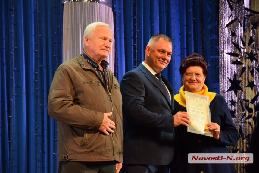 В Николаеве наградили людей, выращивающих цветы на улицах города