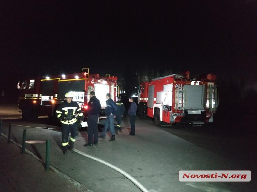 В крупном торговом центре Николаева пожар — эвакуированы сотни покупателей и сотрудников